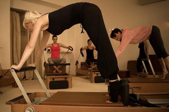 Nesvadbová je ve cvičení pilates profík.