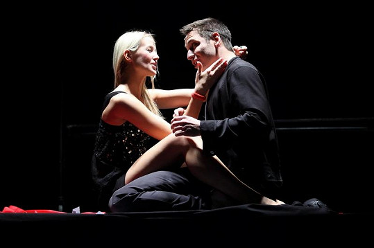 Patra Vraspírová hraje životní lásku Francoise Villona v podání Martina Písaříka.