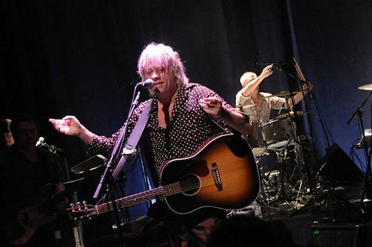 Bob na koncertě v Paříži.