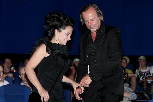 Lucie Bílá s Karlem Rodenem na premiéře.