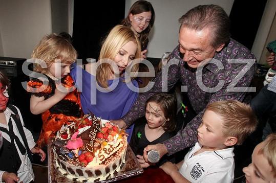 Z krásného dortu nebyla nadšená jen Charlottka Gottová, ale i syn moderátora Leoše Mareše Kubík