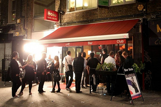 Bar, v němž se Johnny Depp tak opil.
