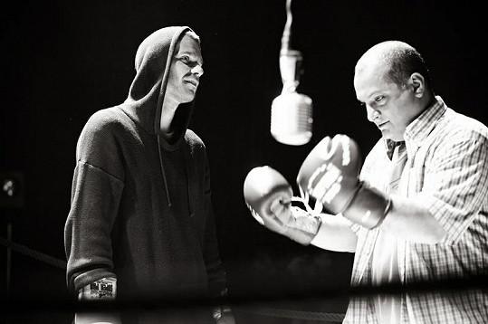 Mareš s Hezuckým jako boxeři.