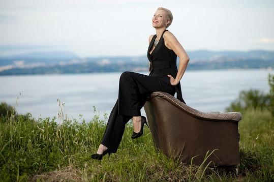 Renata zpívá šansony hned v několika světových jazycích.