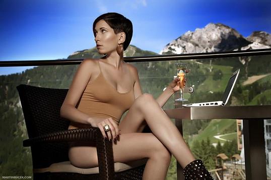 Kromě Julie fotila pro Playboy také Zuzana Strakošová.