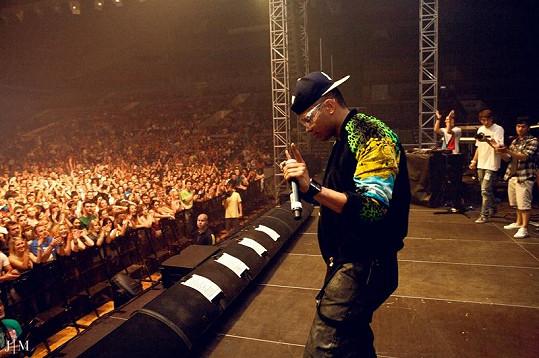 Ben předskakoval i na koncertu rappera Pitbulla.