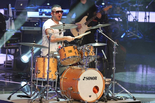 Rytmus řádil za bicími.
