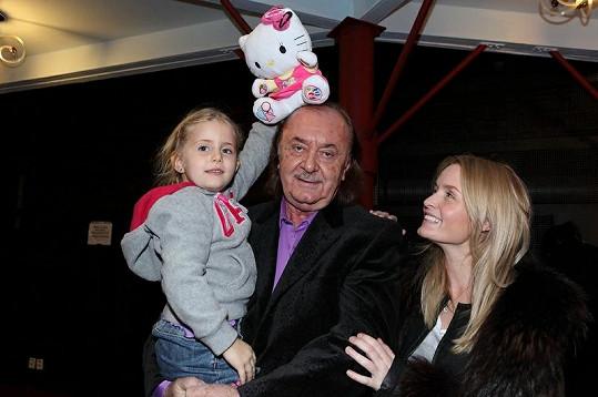Krásné dcery Františka Janečka s tátou vyrazí do Dominikány a na Floridu.