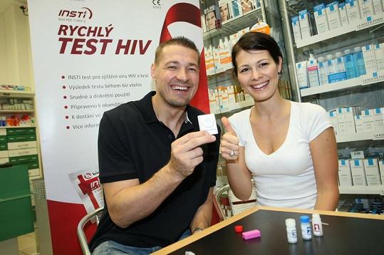 Petr Jákl s Janou Doleželovou zjistili, že je Petr HIV negativní.