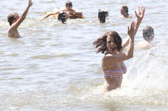 Andrea si vodu umí užít. Předvedla to na Máchově jezeře loni v létě.