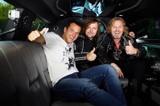 Společně se projeli v luxusní limuzíně.