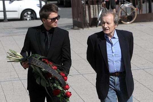 Hold Vrbovi přišli vzdát i Ondřej Brzobohatý s otcem Radoslavem.