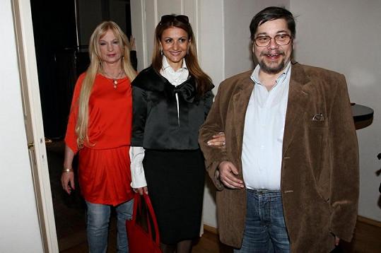 Regina s Yvettou Blanarovičovou a bratrem Janem Saavedrou