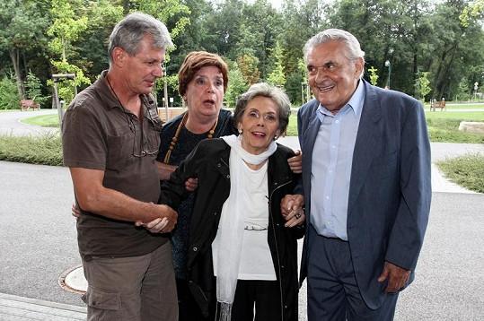Jiřina Jirásková s Miriam Kantorkovou a Ladislavem Trojanem.