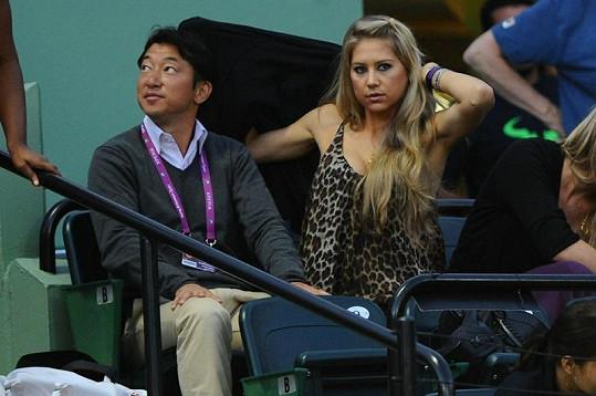Anna se na tenis moc nesoustředila.
