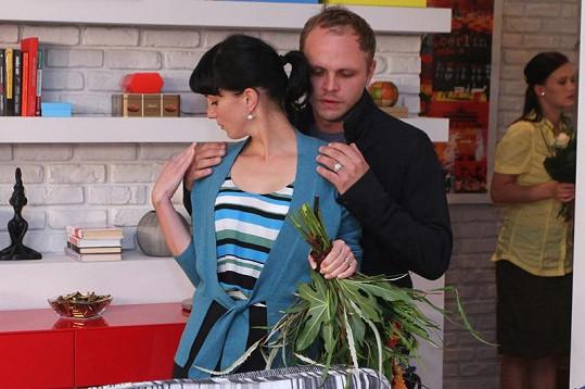 Rostislav Novák (na snímku s Michaelou Maurerovou) hraje seriálového bratra Kristýny Leichtové.