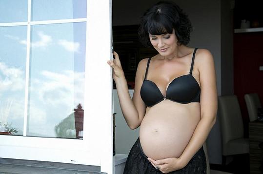 Míše těhotenství sluší.