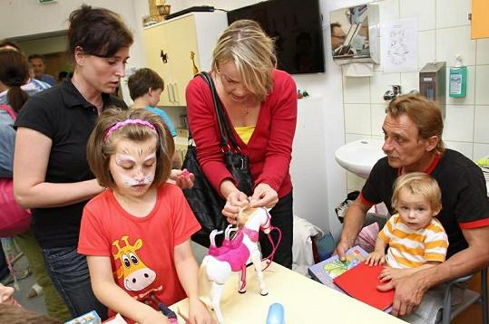 Veronika Jeníková to s dětmi umí.