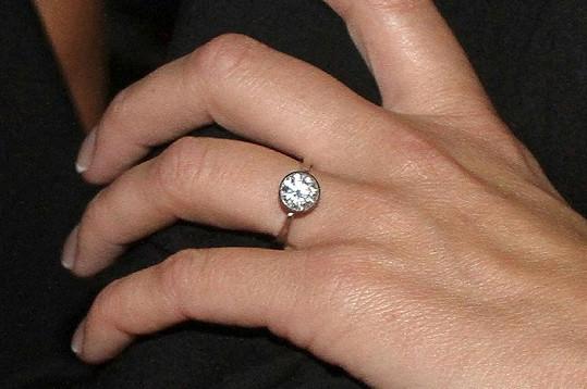 Diamantový zásnubní prsten pro Gavriely stál Trana hotové jmění,