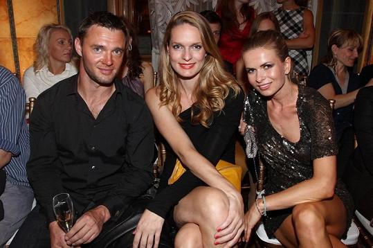 Karolína s přítelem Tomášem a spoluorganizátorkou Barborou Bergovou na Dreft Fashion Weeku.