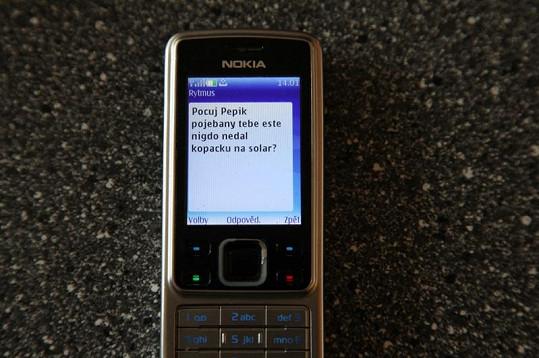 Takové SMS píše Rytmus Kazmovi.