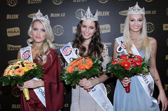 Zleva: Česká Miss World Linda Bartošová, Česká Miss Tereza Chlebovská a Česká Miss Earth Tereza Fajksová.