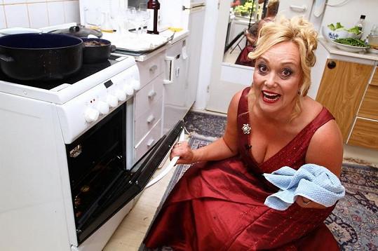Martina Adamcová si vyzkoušela vařit v pořadu VIP Prostřeno.
