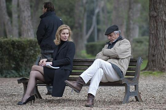 Eva Herzigová s režisérem Markem Risim při natáčení v Římě.