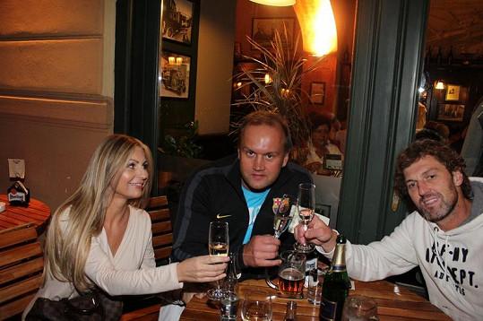 Marek Vít slavil s kamarádem Jaroslaven Nedvědem a přítelkyní Katty.