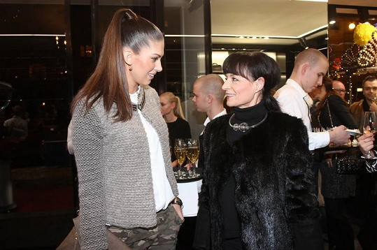 Vignerová během rozhovoru s návrhářkou Liběnou Rochovou.