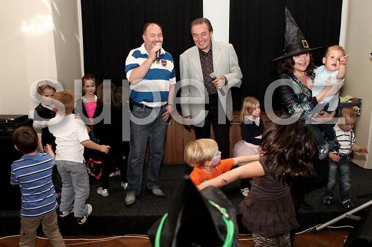 Karel Gott a Michal David zazpívali Charlottce k narozeninám