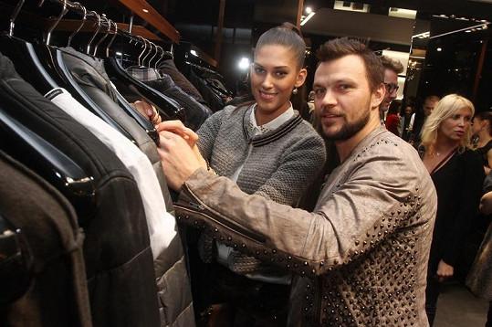 Tomáš spojil příjemné s užitečným a na akci si vybíral nové kousky do svého šatníku.