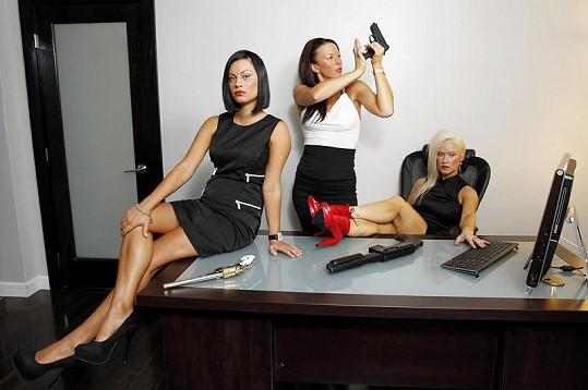Trojice dam ve své kanceláři v Miami.