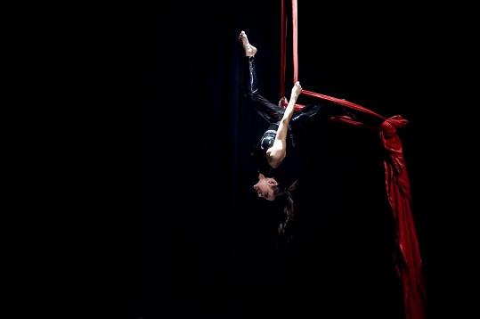 Olga Lounová cvičí akrobacii prakticky denně.