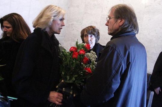 Helena Vondráčková a Jiří Vondráček na pohřbu otce.