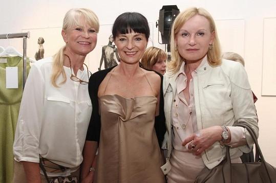 Na přehlídce nechyběla ani majitelka většiny luxusních butiků v Pařížské Lenka Vejvalková a někdejší královna českého modelingu Milada Karasová.
