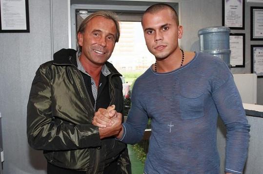 Leo dorazil na akci se svým otcem, jmenovcem Leo Beránkem.