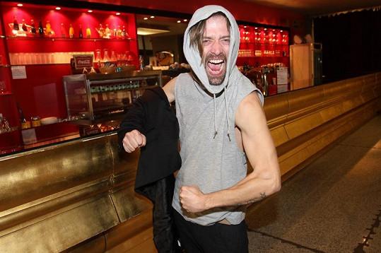 Petr Polák předvedl i své svaly.