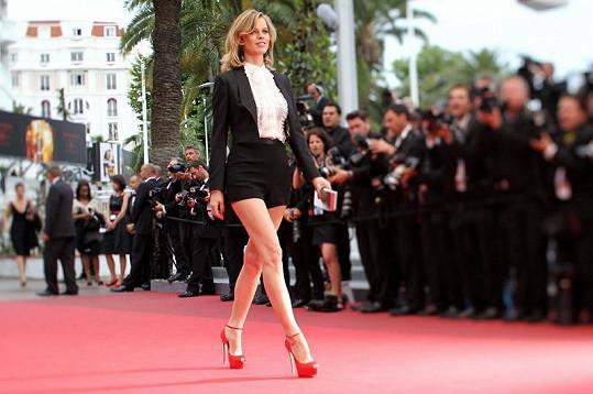 Eva Hergigová v Cannes okouzlila svýma úžasně dlouhýma nohama.