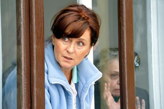 Simona Stašová v roli zdravotní sestry Věry.