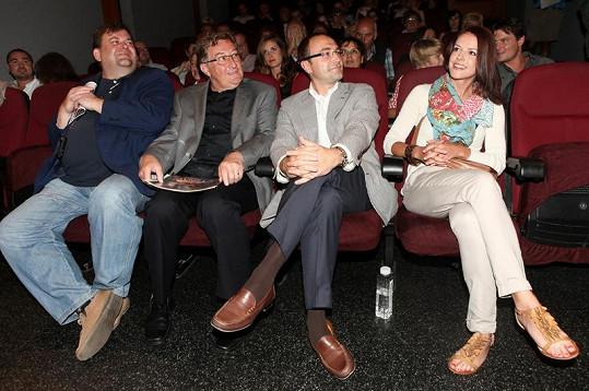 Andrea s producentem Vyprávěj Filipem Bobiňskim a šéfem ČT 1 Radanem Dolejšem (vlevo).