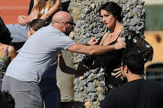 Fotograf si upravování italské herečky musel užívat.