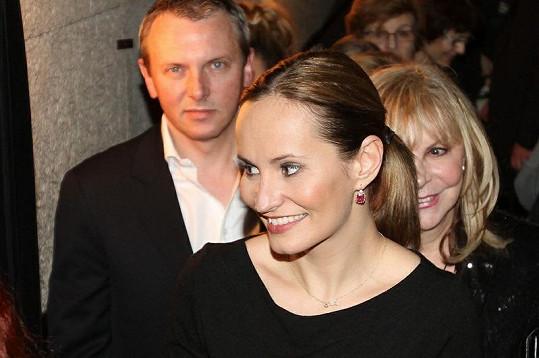 Monika Absolonová s partnerem Vráťou Jandou v divadle Kalich.