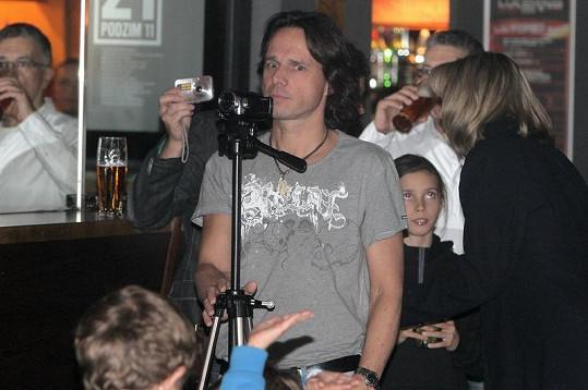 Janek Ledecký zaznamenával vystoupení svého syna.
