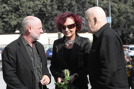 Petra Janů s manželem (vpravo).