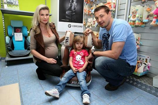 Romana Jákl Vítová s dcerou Sofinkou a manželem Petrem Jáklem.