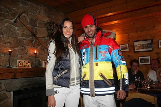 Sokolová s dalším modelem předvedli, co se letos na hory nosí.