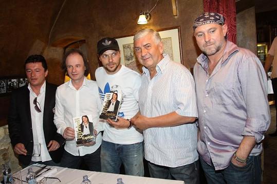 Na křtu knihy nechyběl Miroslav Donutil, Jakub Ludvík a samozřejmě autor knihy Petr Čermák po Tomášově pravici.