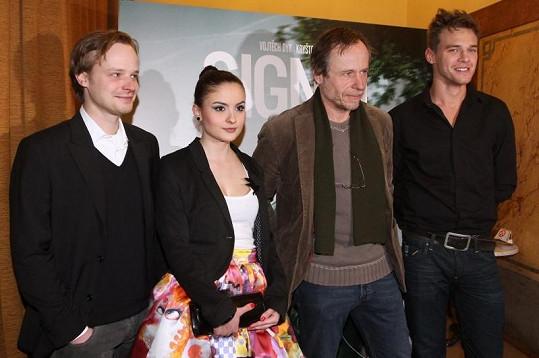Eva na premiéře spolu s Kryštofem Hádkem, Karlem Rodenem a Vojtou Dykem.