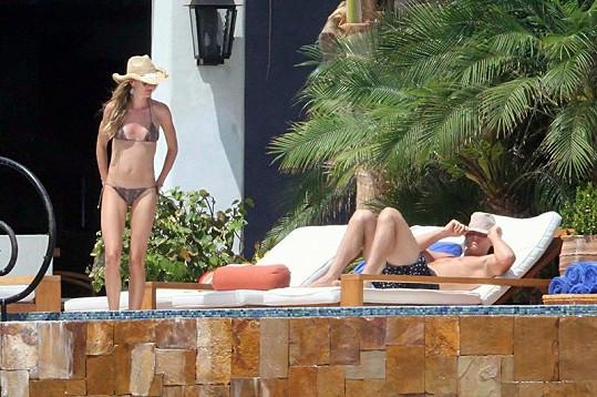 Super štíhlá Gisele s Tomem na dovolené v Mexiku.